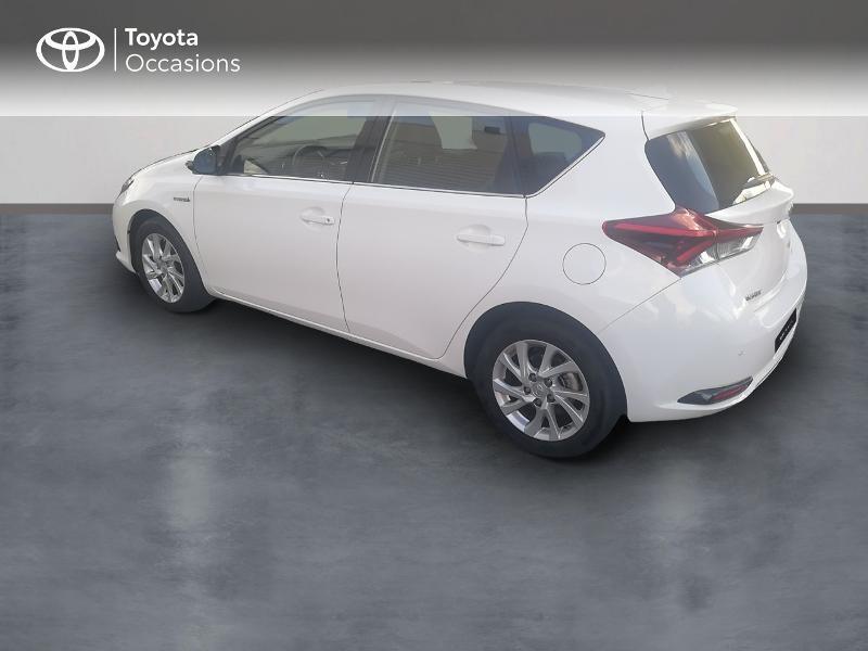 Photo 2 de l'offre de TOYOTA Auris HSD 136h Dynamic Business à 17490€ chez Rizzon Auto - Toyota St Brieuc