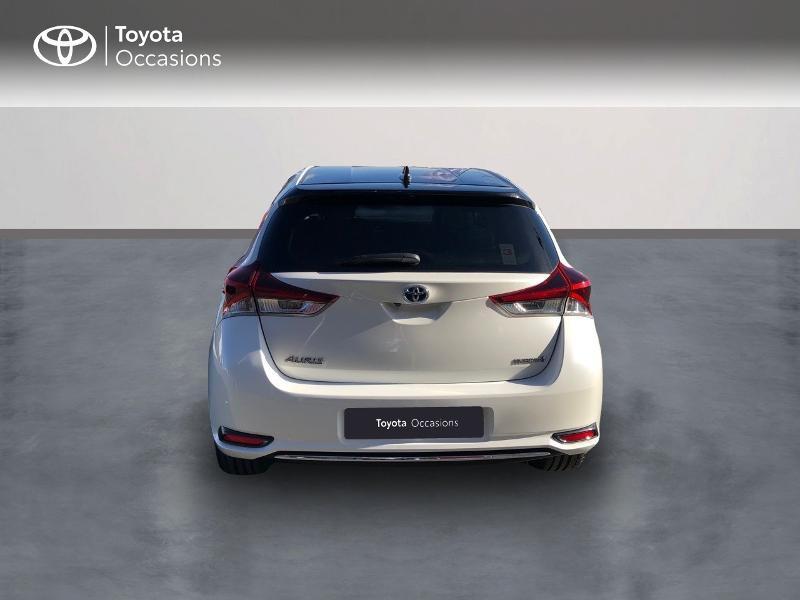 Photo 4 de l'offre de TOYOTA Auris HSD 136h Collection RC18 à 15890€ chez Rizzon Auto - Toyota St Brieuc
