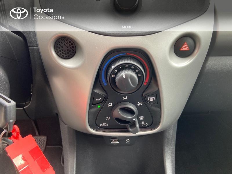 Photo 22 de l'offre de TOYOTA Aygo 1.0 VVT-i 69ch x-play 5p à 8990€ chez Rizzon Auto - Toyota St Brieuc