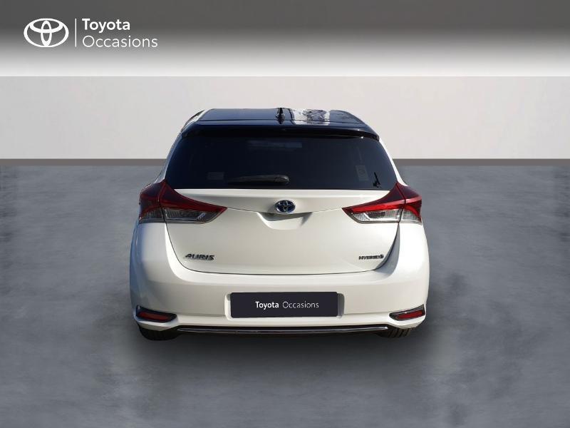 Photo 4 de l'offre de TOYOTA Auris HSD 136h Collection à 16990€ chez Rizzon Auto - Toyota St Brieuc