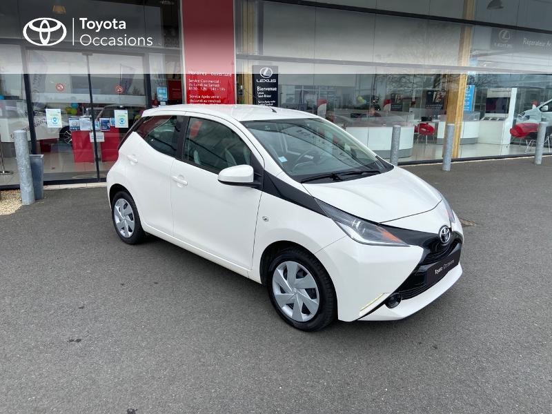 Photo 19 de l'offre de TOYOTA Aygo 1.0 VVT-i 69ch x-play 5p à 8990€ chez Rizzon Auto - Toyota St Brieuc