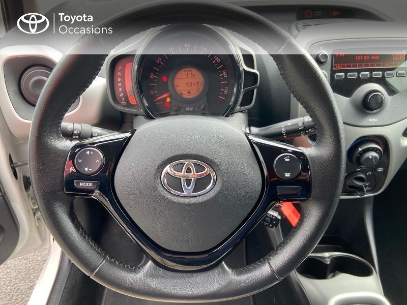Photo 9 de l'offre de TOYOTA Aygo 1.0 VVT-i 69ch x-play 5p à 8990€ chez Rizzon Auto - Toyota St Brieuc