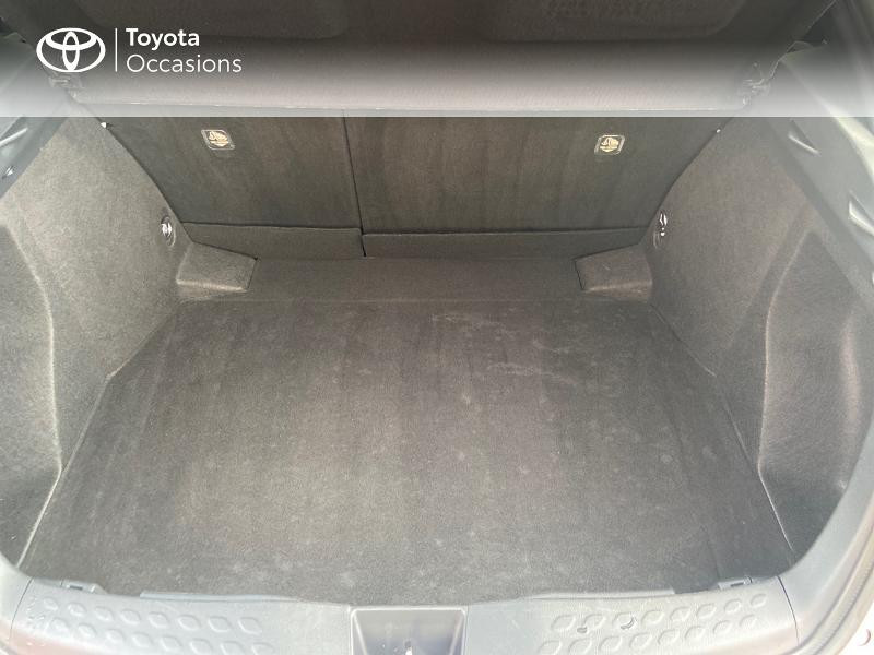 Photo 10 de l'offre de TOYOTA C-HR 122h Edition 2WD E-CVT RC18 à 21890€ chez Rizzon Auto - Toyota St Brieuc