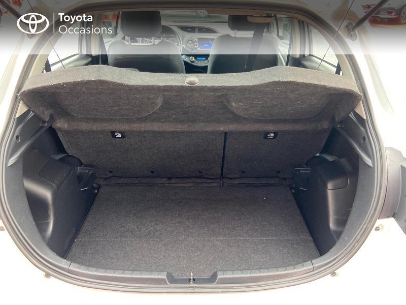 Photo 10 de l'offre de TOYOTA Yaris 100h Dynamic 5p à 12390€ chez Rizzon Auto - Toyota St Brieuc