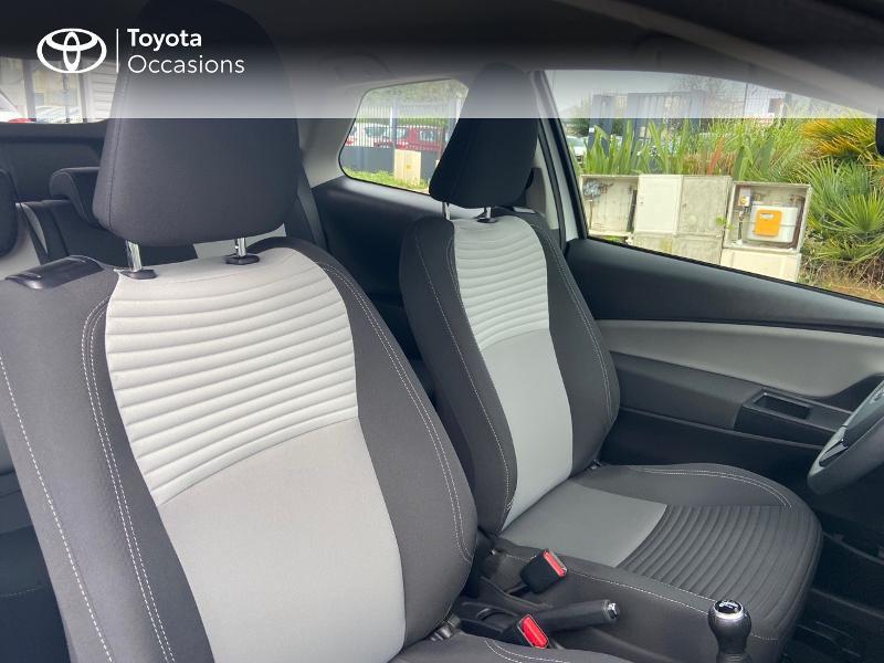 Photo 6 de l'offre de TOYOTA Yaris 70 VVT-i France 3p RC18 à 9790€ chez Rizzon Auto - Toyota St Brieuc