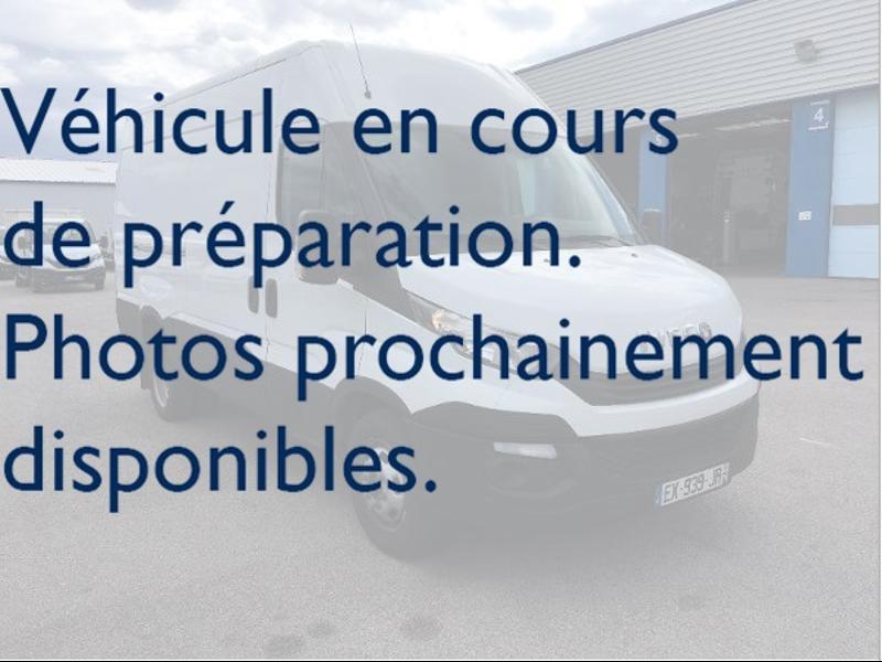 Iveco 35s16v12 FOURGON 12M3 CLIM AUTO COMMANDES AU VOLANT Diesel Blanc Occasion à vendre