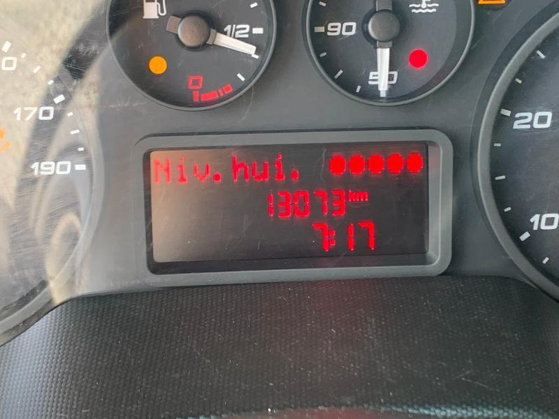 Photo 12 de l'offre de IVECO 35c14 DOUBLE CABINE 6 PLACES BENNE+COFFRE CLIM AUTO à 32400€ chez ABVI Montpellier