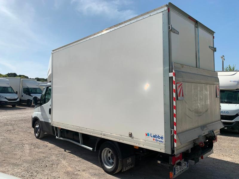 Photo 5 de l'offre de IVECO 35c16 CAISSE HAYON CLIM AUTO 2 PORTES AR CAPUCINE à 29400€ chez ABVI Montpellier
