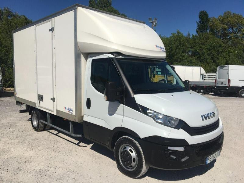 Iveco 35c16 CAISSE 20m3 CAPUCINE HAYON PORTE LATERALE CLIMATISATIONS Diesel Blanc Occasion à vendre