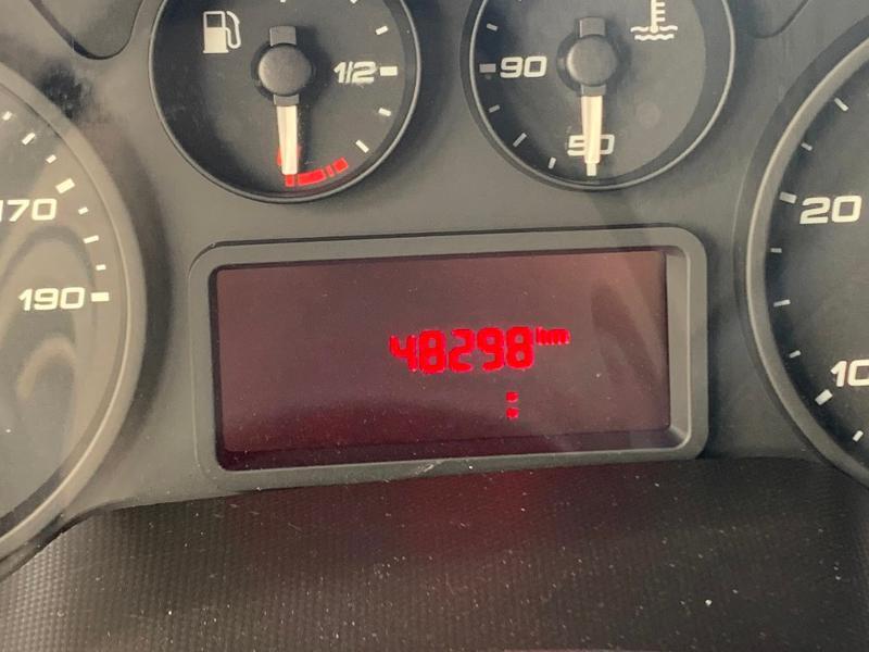 Photo 8 de l'offre de IVECO 35c16 CAISSE HAYON CLIM AUTO 2 PORTES AR CAPUCINE à 31800€ chez ABVI Montpellier