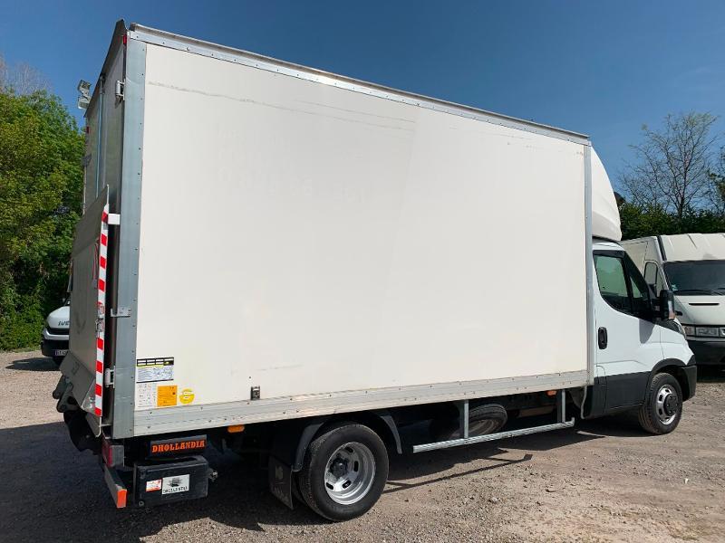 Photo 6 de l'offre de IVECO 35c16 CAISSE HAYON CLIM AUTO 2 PORTES AR CAPUCINE à 29400€ chez ABVI Montpellier