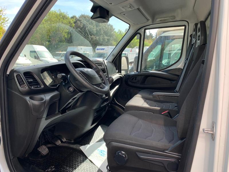 Photo 10 de l'offre de IVECO 35c16 CAISSE HAYON CLIM AUTO 2 PORTES AR CAPUCINE à 31800€ chez ABVI Montpellier