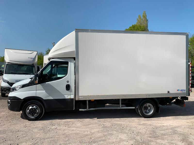 Photo 4 de l'offre de IVECO 35c16 CAISSE HAYON CLIM AUTO 2 PORTES AR CAPUCINE à 29400€ chez ABVI Montpellier