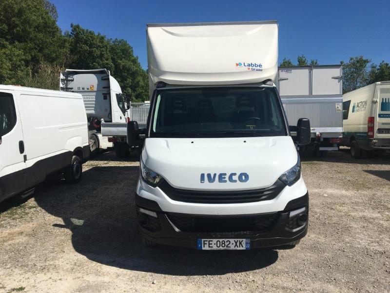 Photo 2 de l'offre de IVECO 35c16 CAISSE 20m3 CAPUCINE HAYON PORTE LATERALE CLIMATISATIONS à 32400€ chez ABVI Montpellier
