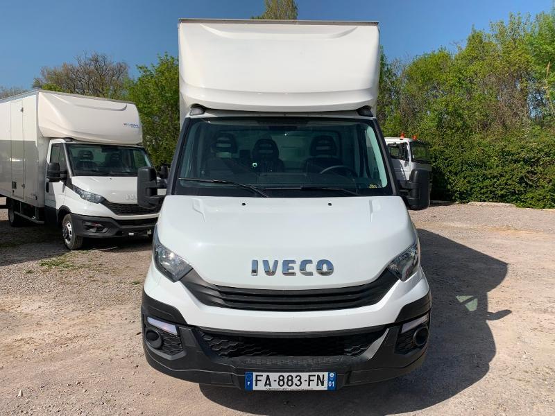 Photo 2 de l'offre de IVECO 35c16 CAISSE HAYON CLIM AUTO 2 PORTES AR CAPUCINE à 29400€ chez ABVI Montpellier
