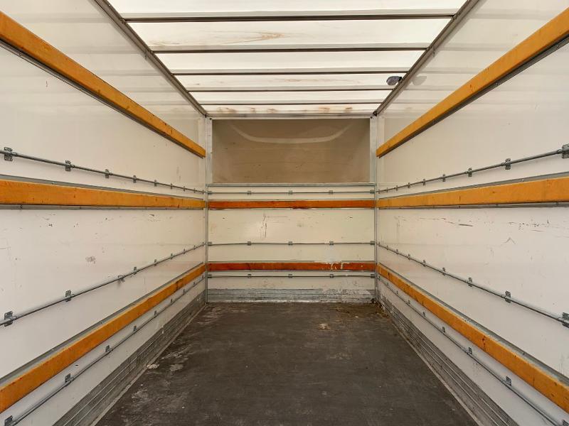 Photo 13 de l'offre de IVECO 35c16 CAISSE HAYON CLIM AUTO 2 PORTES AR CAPUCINE à 31800€ chez ABVI Montpellier