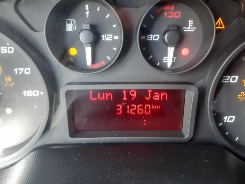 Photo 10 de l'offre de IVECO 35c16 CAISSE HAYON DHOLANDIA DEUX PORTE AR CLIM AUTO à 31800€ chez ABVI Montpellier