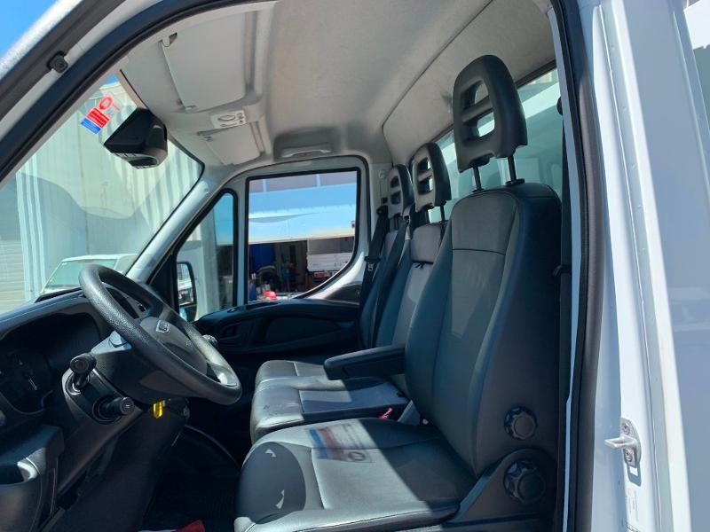 Photo 14 de l'offre de IVECO 35c14 BENNE 2.90m COFFRE CLIM AUTO ATTELAGE à 31800€ chez ABVI Montpellier