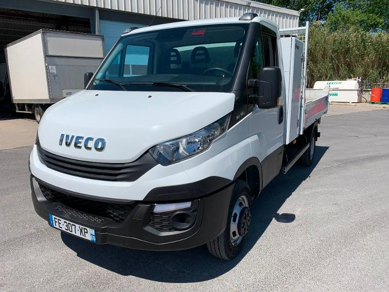 Photo 3 de l'offre de IVECO 35c14 BENNE 2.90m COFFRE CLIM AUTO ATTELAGE à 31800€ chez ABVI Montpellier