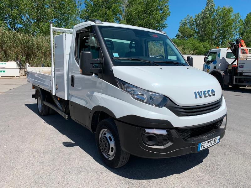 Photo 1 de l'offre de IVECO 35c14 BENNE 2.90m COFFRE CLIM AUTO ATTELAGE à 31800€ chez ABVI Montpellier