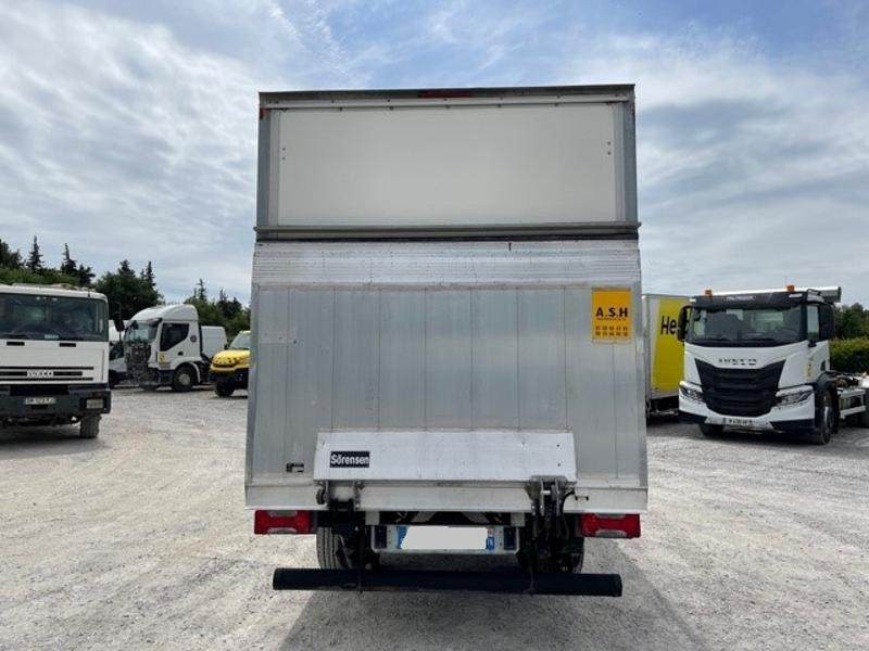 Photo 5 de l'offre de IVECO 35c16 CAISSE HAYON DEFLECTEUR AUVENT CLIM AUTO à 32400€ chez ABVI Montpellier