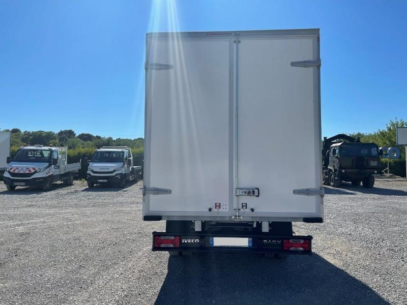 Photo 4 de l'offre de IVECO 35c16 CAISSE 20m3 DEFLECTEUR CLIM AUTO à 30000€ chez ABVI Montpellier