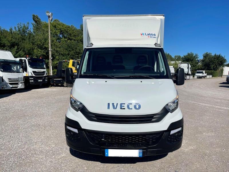 Photo 10 de l'offre de IVECO 35c16 CAISSE 20m3 DEFLECTEUR CLIM AUTO à 30000€ chez ABVI Montpellier