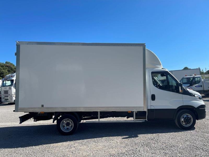 Photo 2 de l'offre de IVECO 35c16 CAISSE 20m3 DEFLECTEUR CLIM AUTO à 30000€ chez ABVI Montpellier