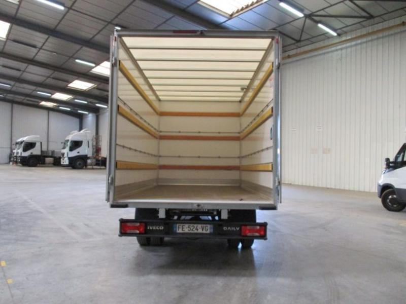 Photo 14 de l'offre de IVECO 35c16 CAISSE 20m3 DEFLECTEUR CLIM AUTO à 30000€ chez ABVI Montpellier