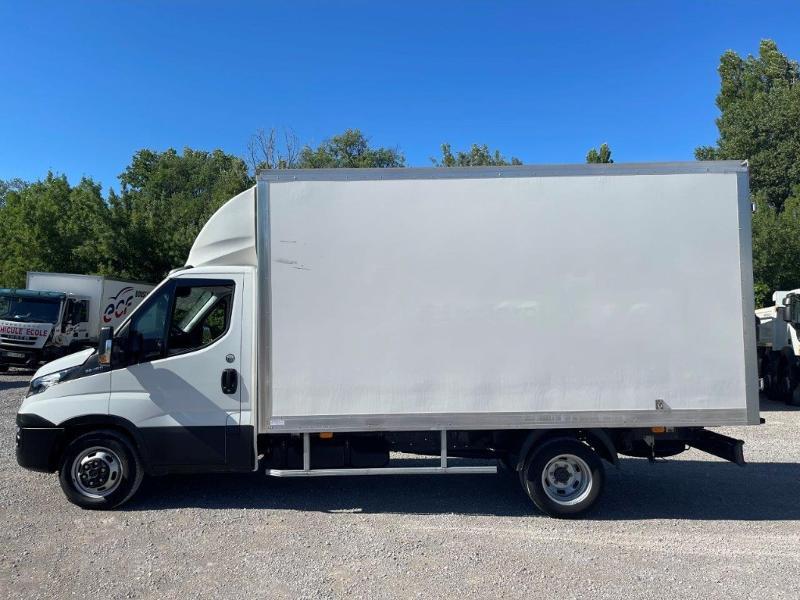 Photo 8 de l'offre de IVECO 35c16 CAISSE 20m3 DEFLECTEUR CLIM AUTO à 30000€ chez ABVI Montpellier