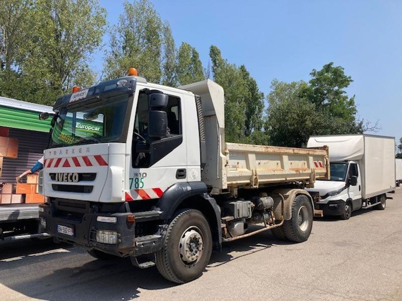 Iveco Bibenne 4800x2300x650 FOND TôLE 5mm HARDOX 450 RIDELLE GAUCHE HYDRAULIQUE Diesel Blanc Occasion à vendre