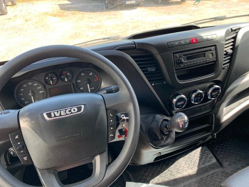 Photo 8 de l'offre de IVECO 35c16 CAISSE HAYON CLIM AUTO 2 PORTES AR CAPUCINE à 29400€ chez ABVI Montpellier