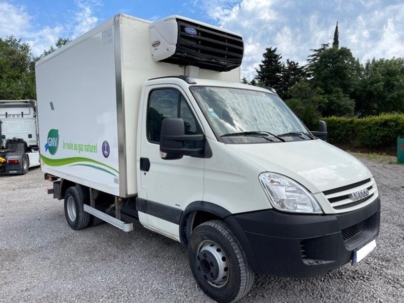 Photo 1 de l'offre de IVECO 65c14 GAZ (CNG) CAISSE FRIGO HAYON 750KG à 18000€ chez ABVI Montpellier