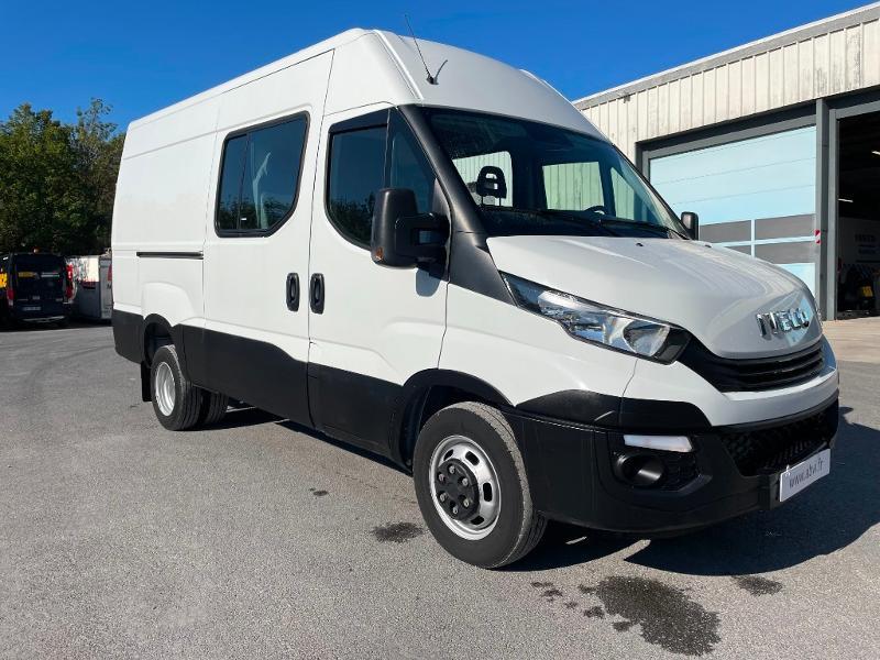 Iveco 35c14v FOURGON AMENAGE 7 PLACES CLIM AUTO ATTELAGE Diesel Blanc Occasion à vendre