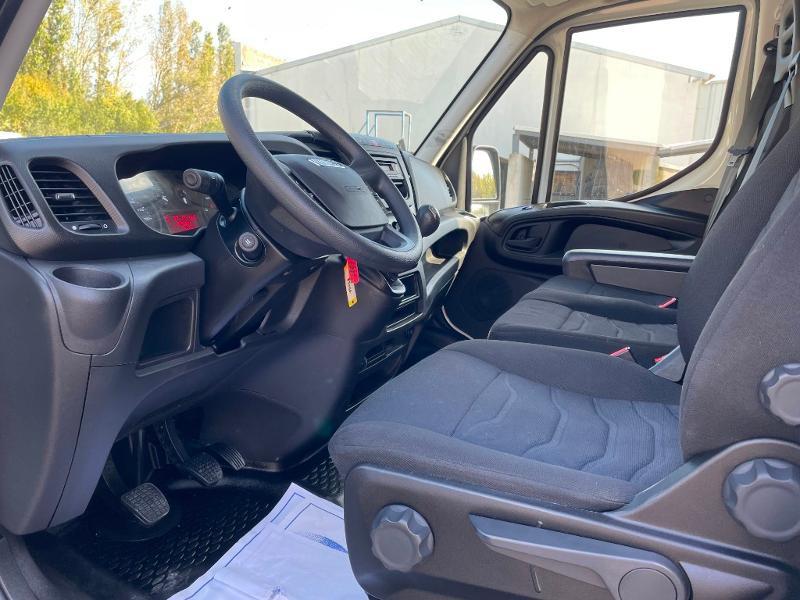 Photo 9 de l'offre de IVECO 35c16 CAISSE HAYON CLIM AUTO DEFLECTEUR AUVENT à 33000€ chez ABVI Montpellier