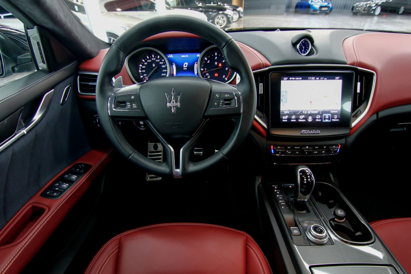 Photo 10 de l'offre de MASERATI GHIBLI 3.0 V6 275CH DIESEL GRANDLUSSO à 50990€ chez AC111 Automobiles