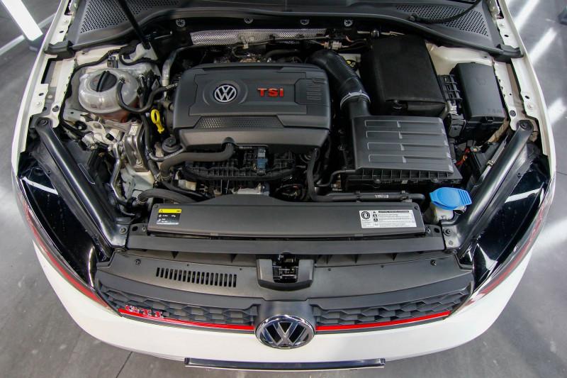Photo 8 de l'offre de VOLKSWAGEN GOLF 2.0 TSI 230CH BLUEMOTION TECHNOLOGY GTI PERFORMANCE DSG6 5P à 21490€ chez AC111 Automobiles