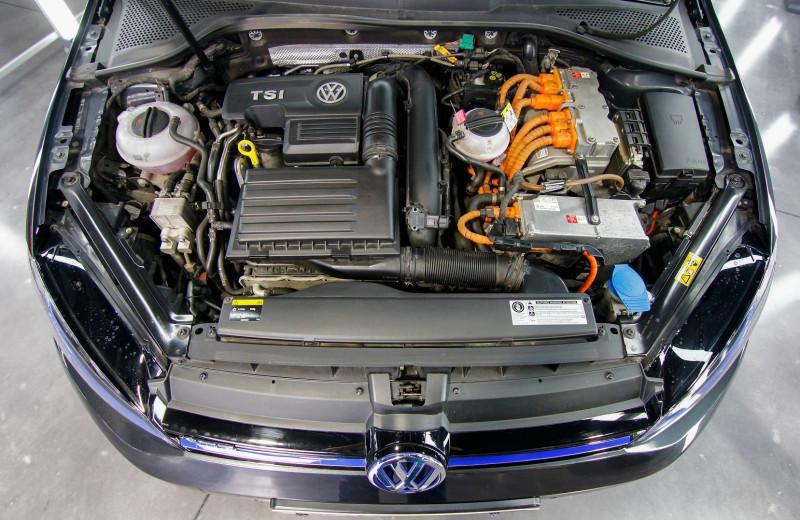 Photo 8 de l'offre de VOLKSWAGEN GOLF VII 1.4 TSI 204CH GTE DSG6 5P à 20990€ chez AC111 Automobiles