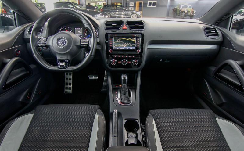 Photo 11 de l'offre de VOLKSWAGEN SCIROCCO 2.0 TSI 265CH R DSG6 à 23990€ chez AC111 Automobiles
