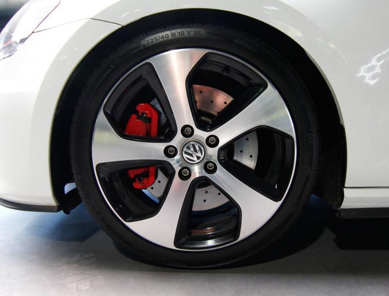 Photo 17 de l'offre de VOLKSWAGEN GOLF VII 2.0 TSI 230CH BLUEMOTION TECHNOLOGY GTI PERFORMANCE 5P à 19990€ chez AC111 Automobiles