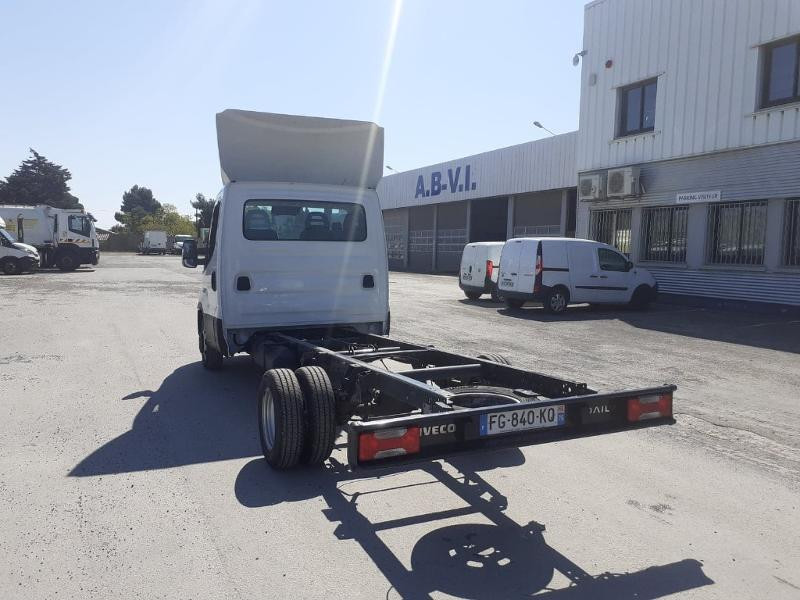 Photo 7 de l'offre de IVECO Prochainement DISPONIBLE 35C16 BENNE COFFRE 2019 Empattement 3750 CLIM AUTO BLUETOOTH à 32400€ chez ABVI Perpignan