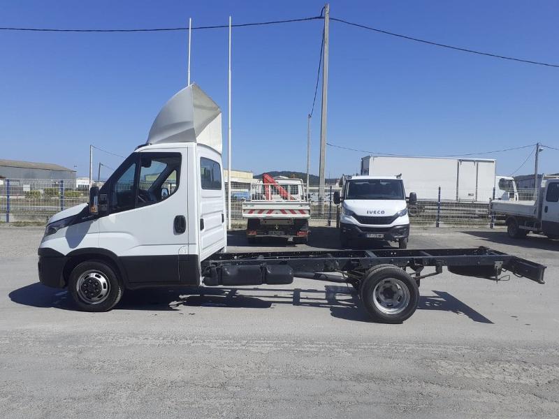 Photo 2 de l'offre de IVECO Prochainement DISPONIBLE 35C16 BENNE COFFRE 2019 Empattement 3750 CLIM AUTO BLUETOOTH à 32400€ chez ABVI Perpignan