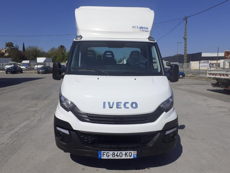 Photo 3 de l'offre de IVECO Prochainement DISPONIBLE 35C16 BENNE COFFRE 2019 Empattement 3750 CLIM AUTO BLUETOOTH à 32400€ chez ABVI Perpignan