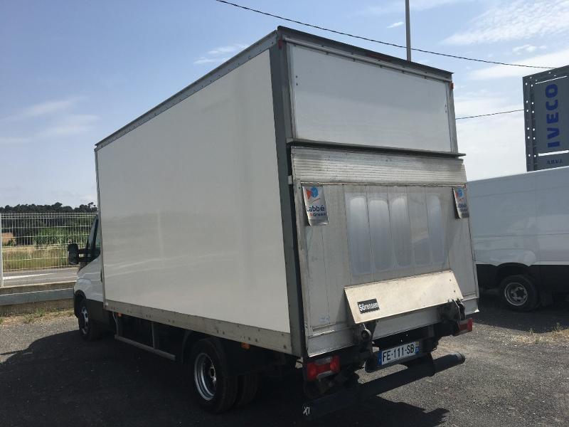 Photo 4 de l'offre de IVECO 35c16 CAISSE 20M3 HAYON CLIM AUTO DEFLECTEUR DE TOIT AUVENT AR à 32400€ chez ABVI Perpignan
