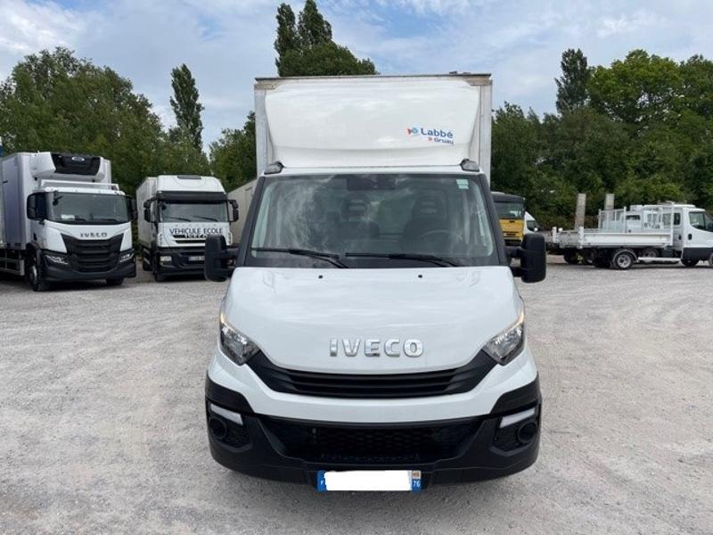 Photo 2 de l'offre de IVECO 35c16 CAISSE 20m3 HAYON DEFLECTEUR CLIM AUTO à 32400€ chez ABVI Perpignan