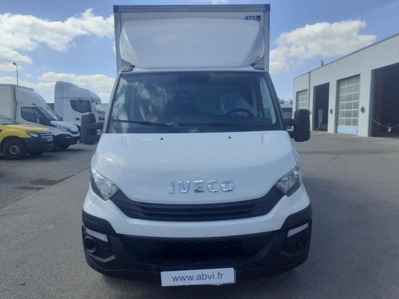 Photo 7 de l'offre de IVECO 35c16 CAISSE HAYON AUVENT DEFLECTEUR CLIM AUTO TOIT ALU à 31200€ chez ABVI Carcassonne