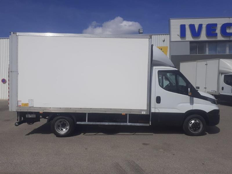Photo 2 de l'offre de IVECO 35c16 CAISSE HAYON AUVENT DEFLECTEUR CLIM AUTO TOIT ALU à 31200€ chez ABVI Carcassonne