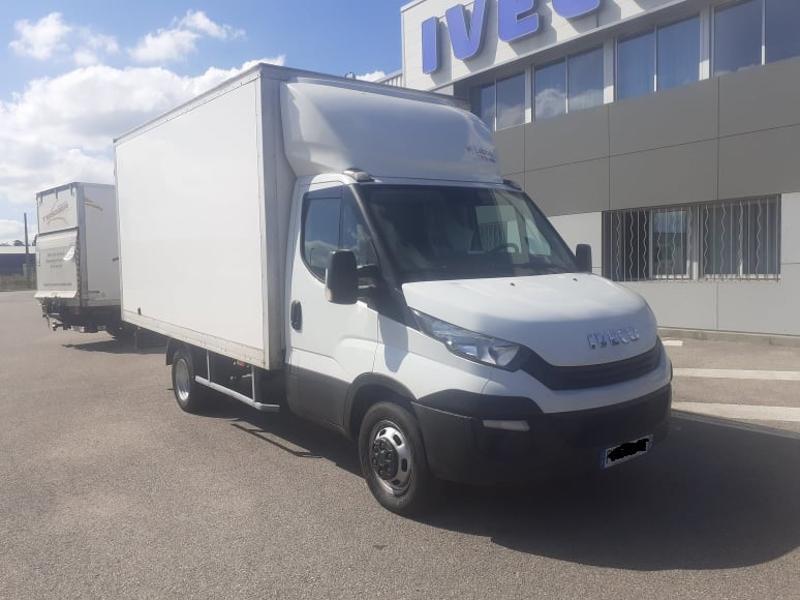 Iveco 35c16 CAISSE 20m3 DEFLECTEUR CLIM AUTO COMMANDES AU VOLANT Diesel Blanc Occasion à vendre