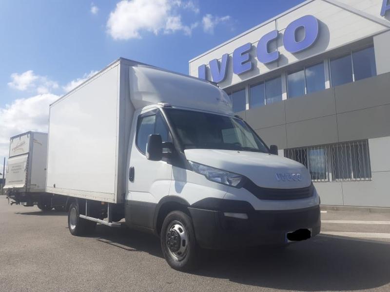 Photo 9 de l'offre de IVECO 35c16 CAISSE 20m3 DEFLECTEUR CLIM AUTO COMMANDES AU VOLANT à 27000€ chez ABVI Carcassonne