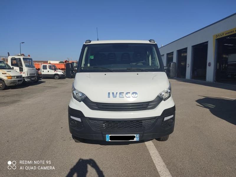 Photo 2 de l'offre de IVECO 35c14 DOUBLE CAB 6PL BENNE 2.9 + COFFRE BLUETOOTH CLIM à 32400€ chez ABVI Carcassonne